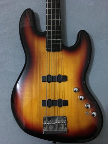 Baixo Squier Fender Deluxe 4 Cordas