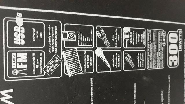 Caixa de som amplificada com controle remoto