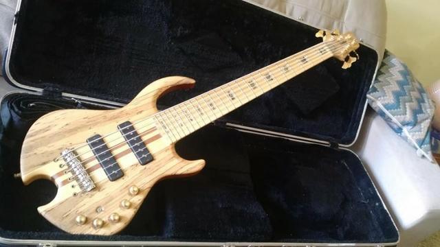 Vendo Lindo Bass Ledur Dream, exclusivo todo Top de linha
