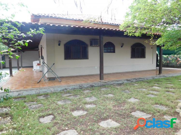 Bela Casa Linear 3 Quartos - Centro - Casa a Venda no bairro