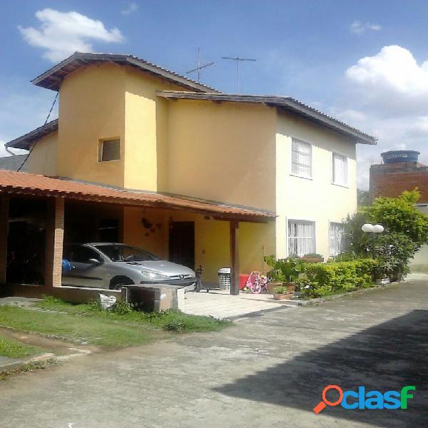 SOBRADO EM CONDOMÍNIO FECHADO 60 M² COM 2 VAGAS - Casa em