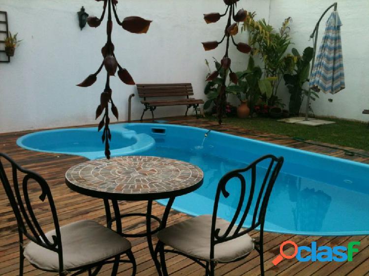 Casa em Condomínio a Venda no bairro Orleans - Curitiba, PR