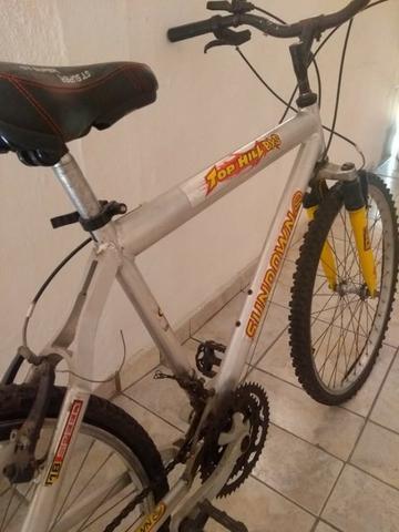 Bicicleta de alumínio aro 26 em bom estado