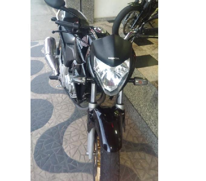 CB 300 preta 2015 10.000km moto muito nova e revisada