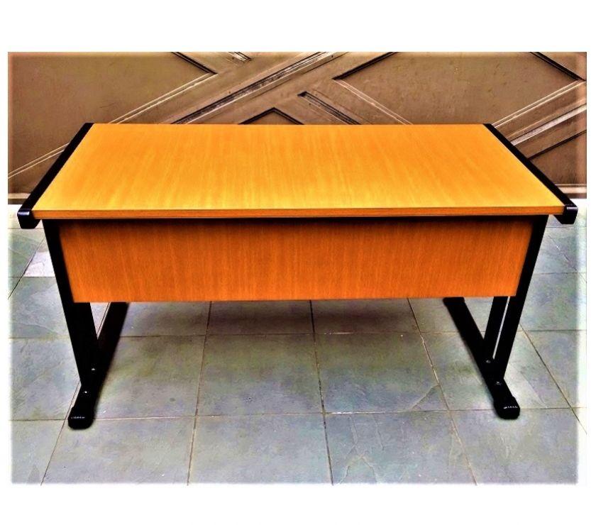 Cadeira diretor giratória e mesa para escritório seminovos