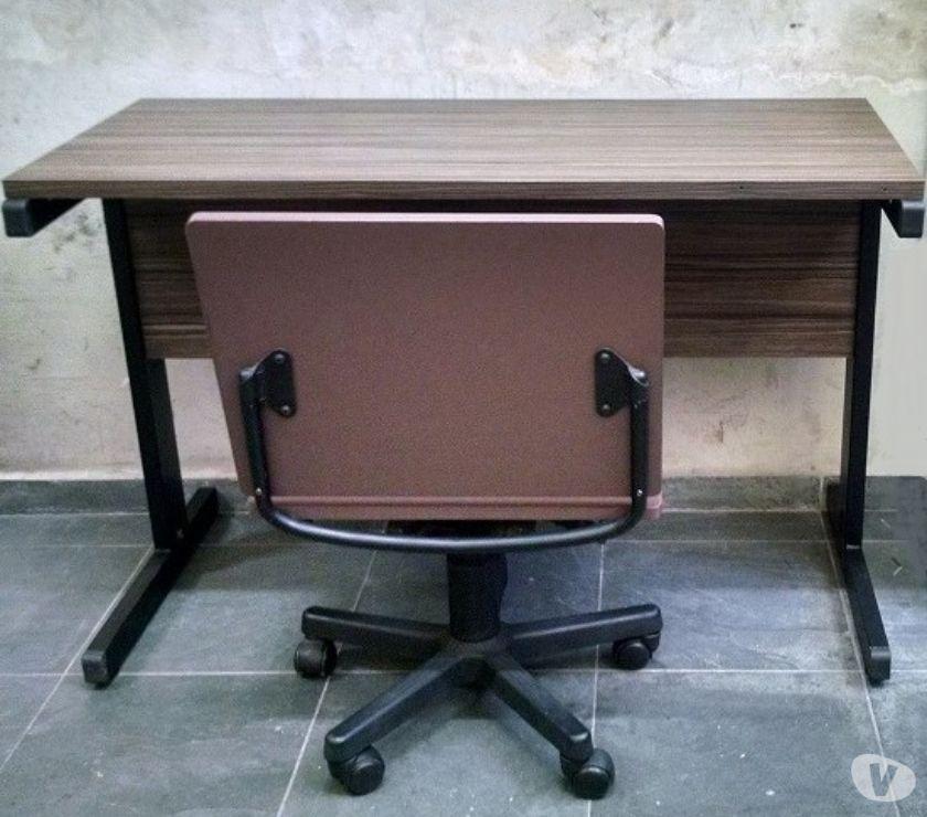 Móveis para escritório mesa e cadeira giratória seminovas