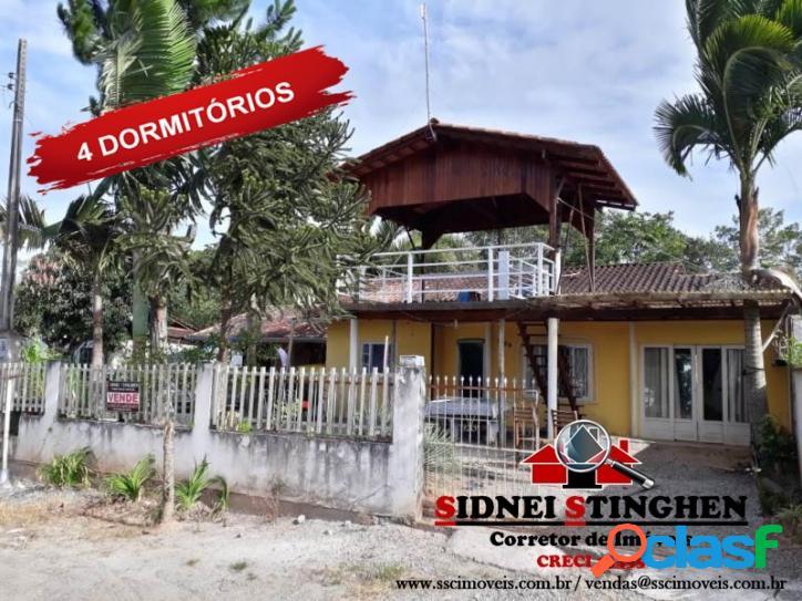 Casa com 04 dormitórios, em Bal. Barra do Sul - SC.