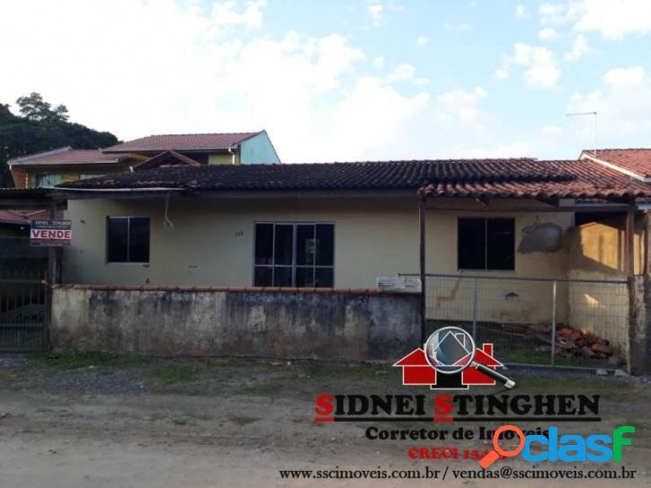 Casa com 04 dormitórios, na praia de Bal. Barra do Sul -