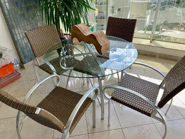 Conjunto Mesa Redonda de Vidro e 4 cadeiras