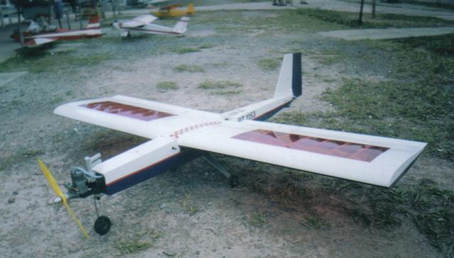 Aeromodelo R.C. Idoso negocia toda a frota e mais de mil