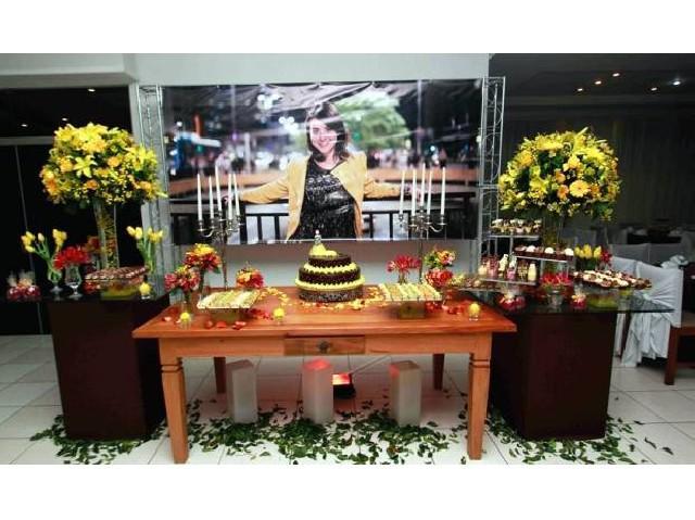 Locação de móveis para eventos e decoração floral