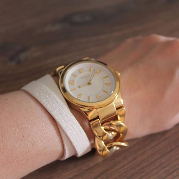 Relógio dourado com branco féxion