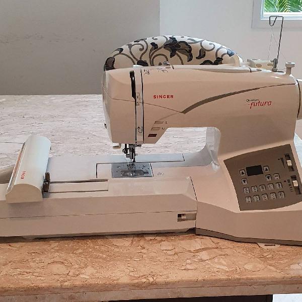 máquina de costura e bordado