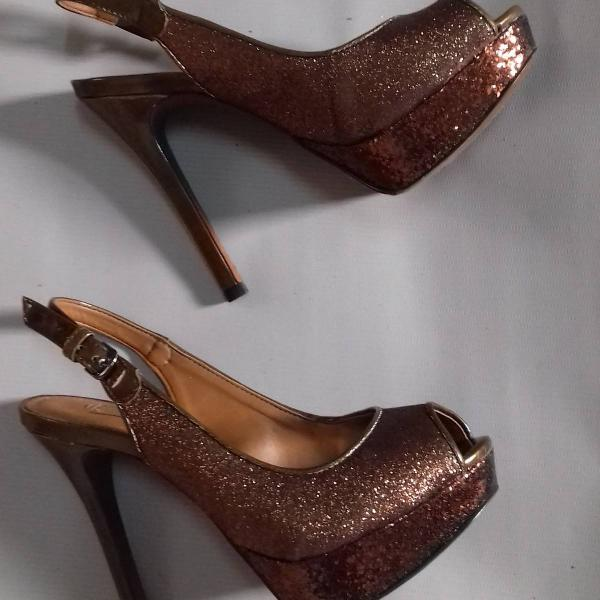 sandália de salto meia pata glitter