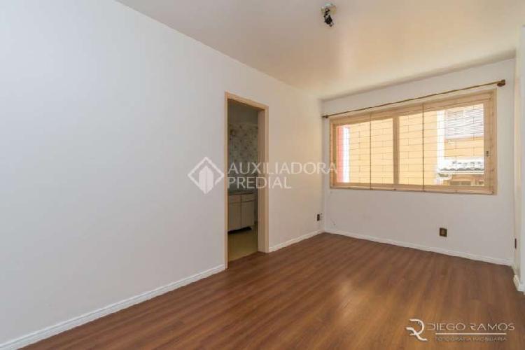 Apartamento com 1 Quarto para Alugar, 40 m² por R$ 750/Mês