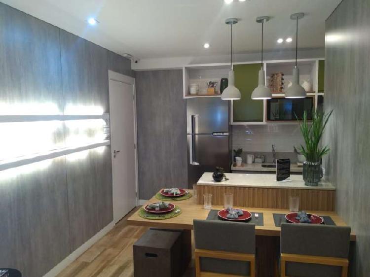 Apartamento com 2 Quartos à Venda, 40 m² por R$ 210.000