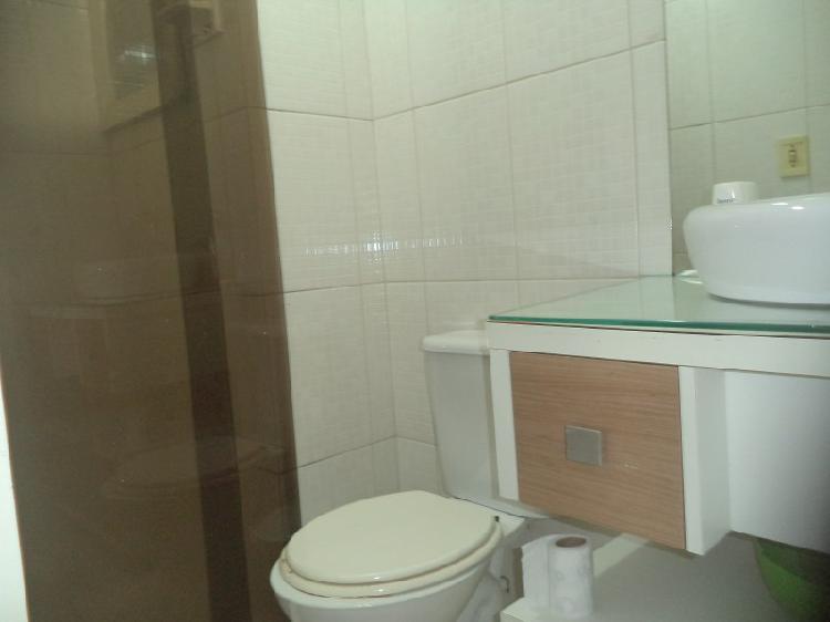 Apartamento com 2 Quartos à Venda, 65 m² por R$ 240.000