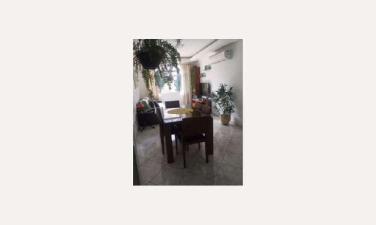 Apartamento com 2 Quartos à Venda, 90 m² por R$ 385.000