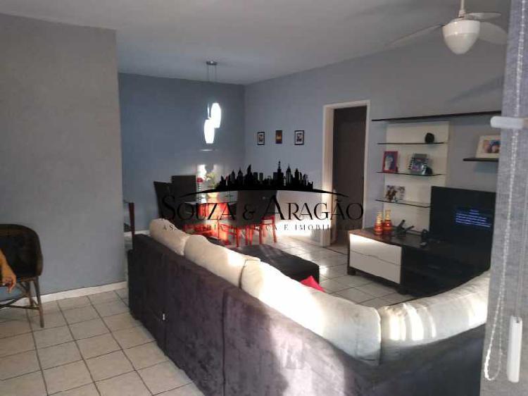 Apartamento com 3 Quartos para Alugar, 115 m² por R$