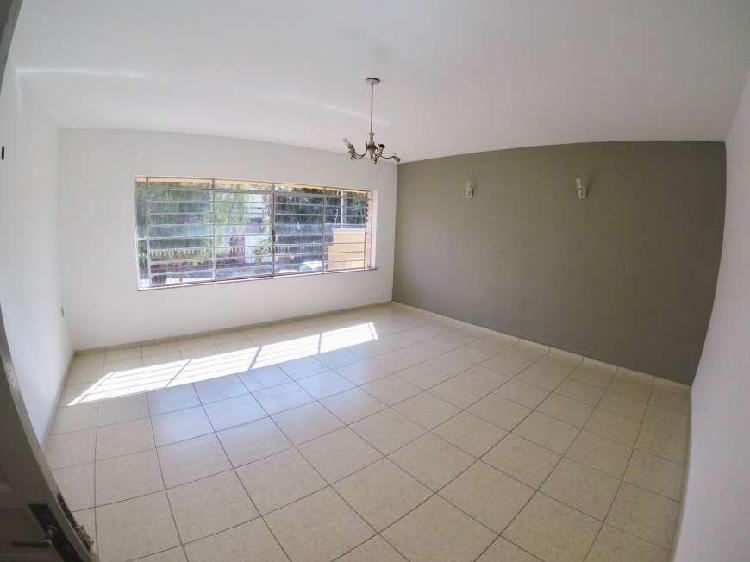 Casa com 3 Quartos para Alugar, 208 m² por R$ 2.200/Mês