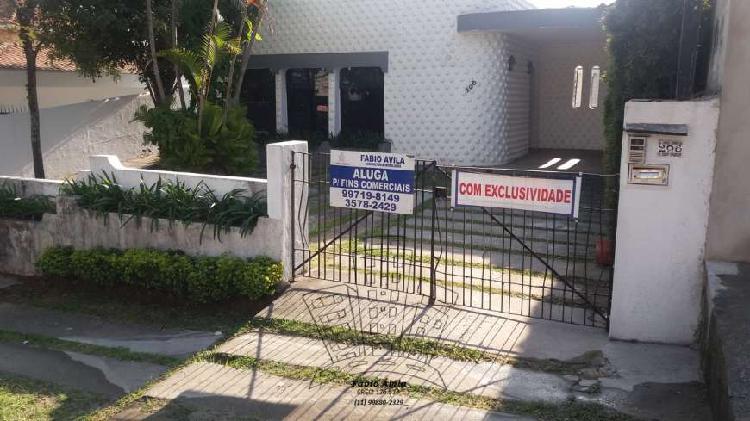 Casa com 3 Quartos para Alugar, 230 m² por R$ 5.900/Mês