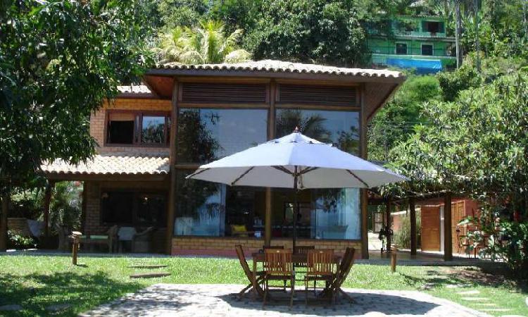 Casa com 4 Quartos à Venda, 240 m² por R$ 1.400.000 COD.
