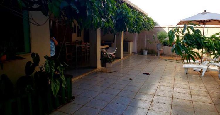 Casa com 4 Quartos à Venda, 391 m² por R$ 940.000 COD.