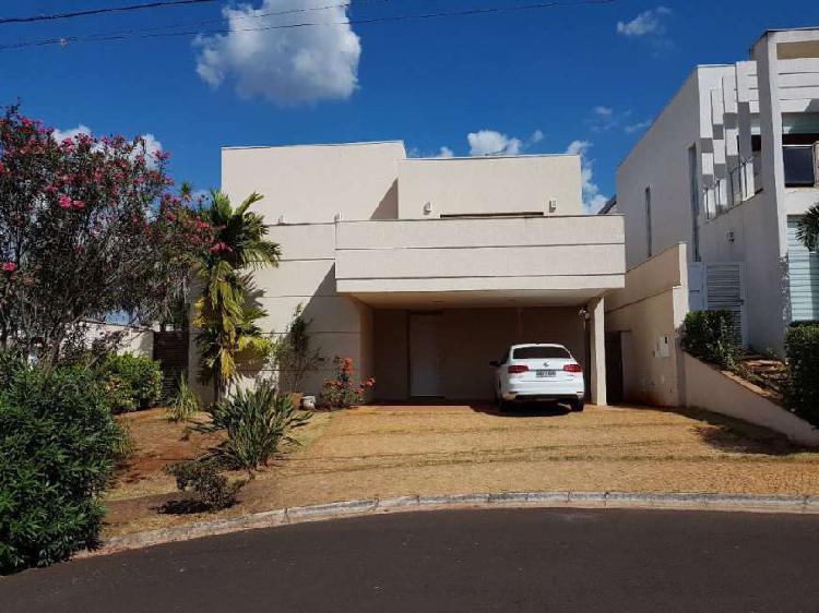 Casa de Condomínio com 4 Quartos à Venda, 330 m² por R$