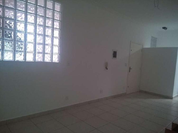 Sala Comercial para Alugar, 28 m² por R$ 700/Mês COD.