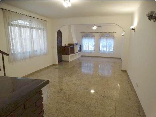 Sobrado com 3 Quartos para Alugar, 200 m² por R$ 4.000/Mês