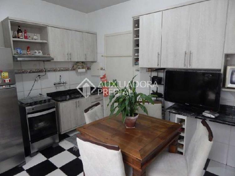 Apartamento com 2 Quartos à Venda, 107 m² por R$ 370.000