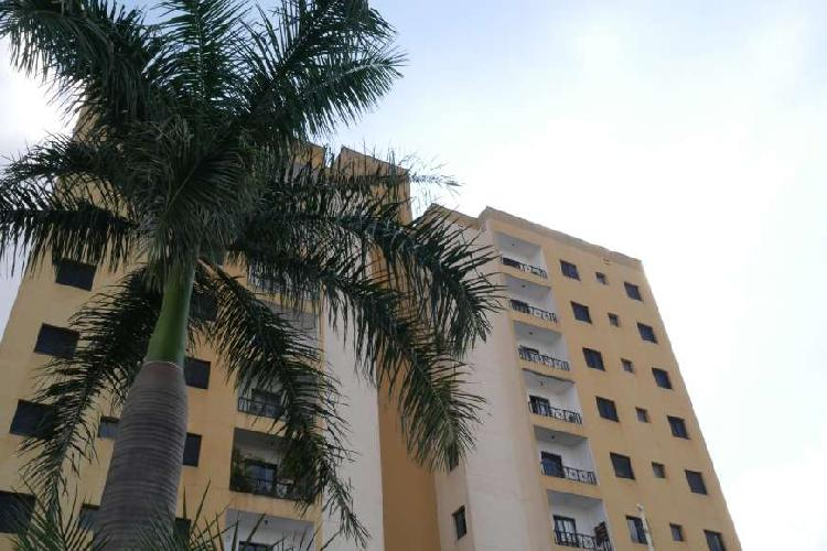 Apartamento com 3 Quartos à Venda, 87 m² por R$ 340.000