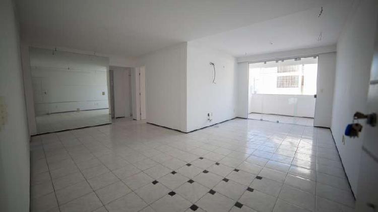 Apartamento com 3 Quartos à Venda, 99 m² por R$ 299.000