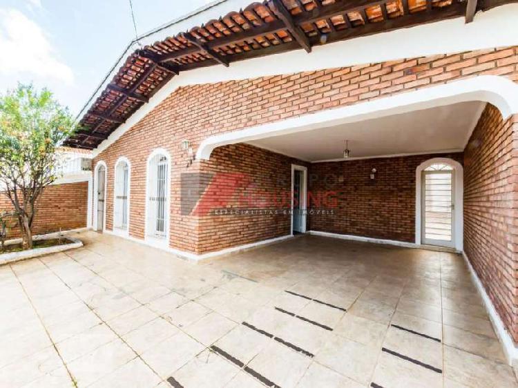 Casa com 3 Quartos à Venda, 223 m² por R$ 549.000 COD.