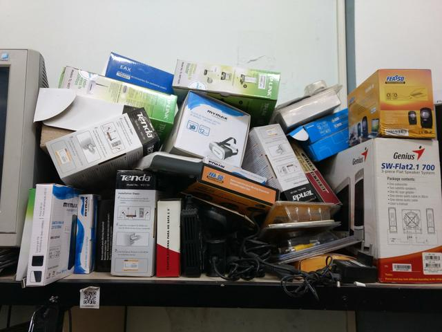 Lote de Notebooks, nobreak, e peças informática