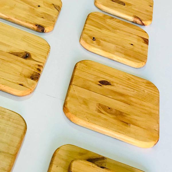 descanso de panela e travessas em madeira