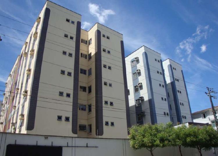 Apartamento com 3 Quartos para Alugar, 95 m² por R$