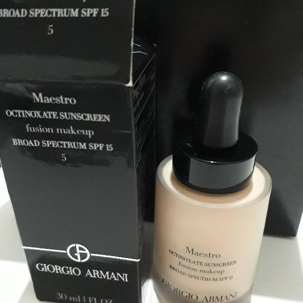 base GIORGIO ARMANI Maestro Fusion Make Up Foundation SPF 15