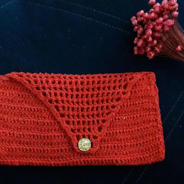 carteira de mão de crochê amarela