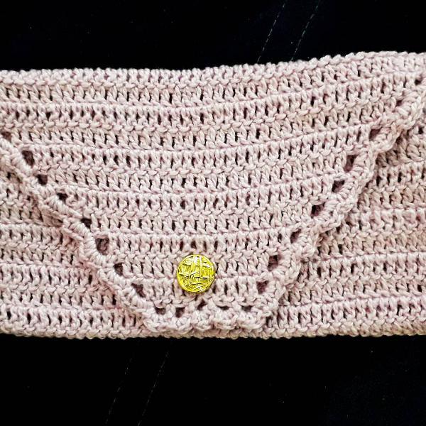 carteira de mão de crochê lilás