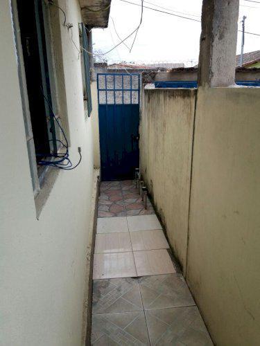 Aluga-se casa 2 quartos independente no São Gabriel barato