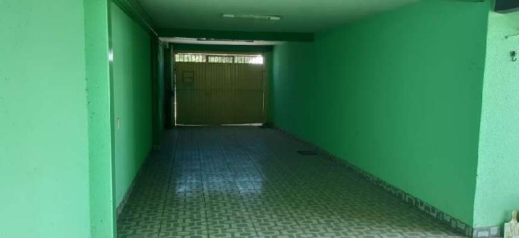 Casa com 3 Quartos para Alugar, 100 m² por R$ 1.600/Mês