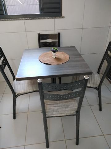 Vendo mesa com 4 cadeiras 230 reais
