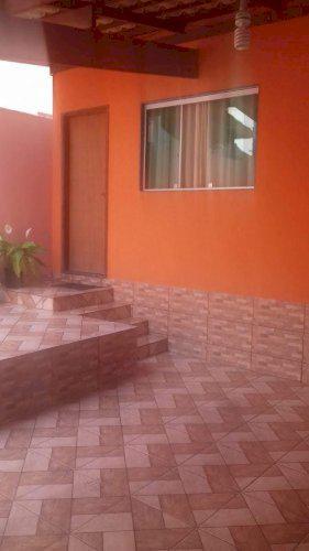 casa de 03 quartos no bairro universal em Betim