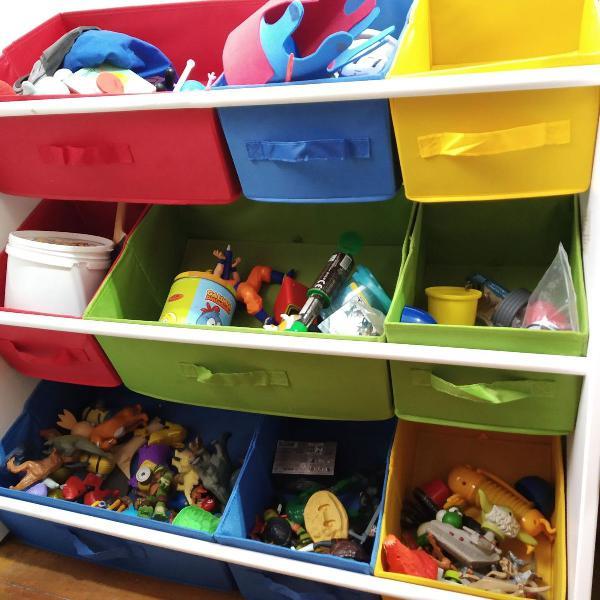 organizador colorido de brinquedos