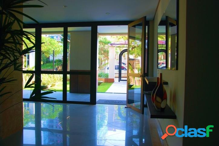 Apartamento 2 Dormitórios, 2 vagas. Petrópolis