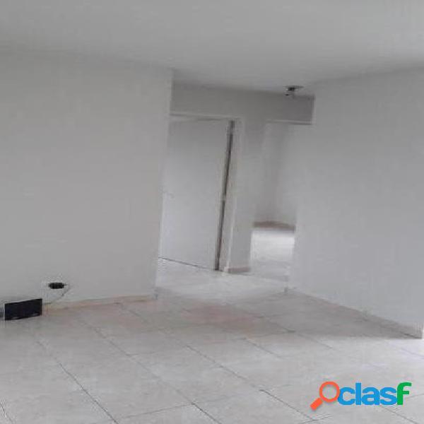 Apartamento de 2 dormitórios com 1 vaga na Vila Santa