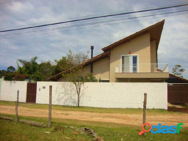 Belissima casa a venda com 254m², 03 dormitórios sendo 02