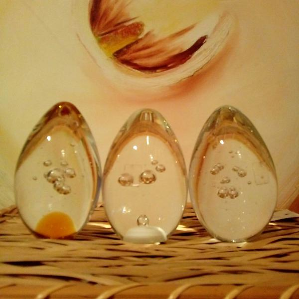 3 enfeites em vidro maciço no formato oval