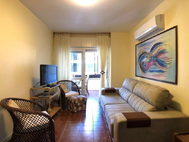 Apartamento com 3 Quartos à Venda, 136 m² por R$ 320.000